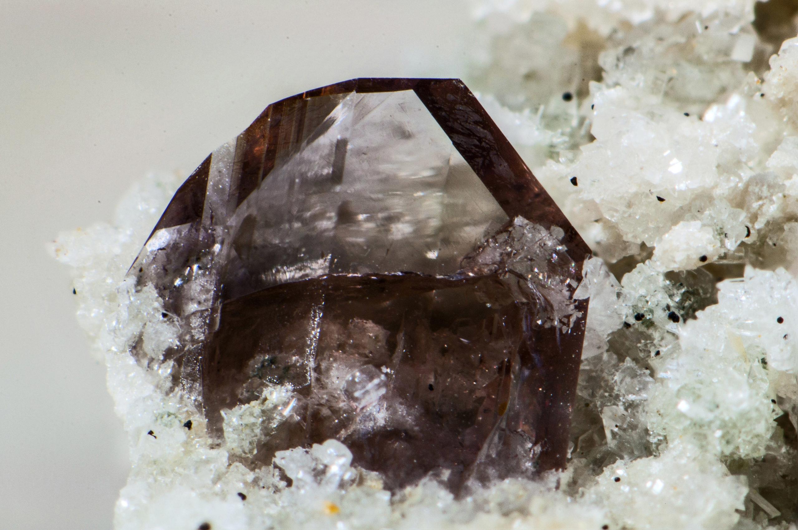 Аксинит минерал