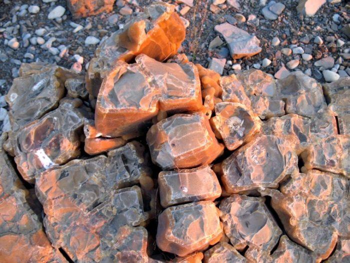 Симбирцит жильный кристаллообразного строения