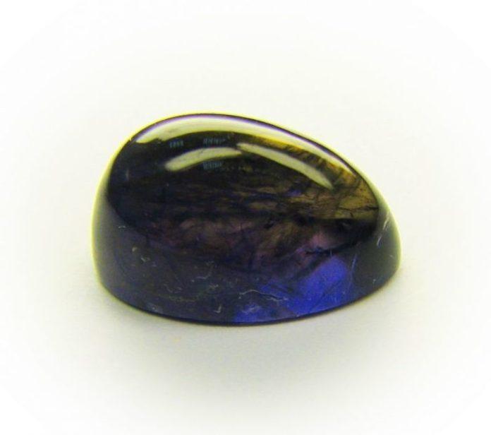 Камень Иолит (Кордиерит): магические свойства и значение, кому подходит по знаку Зодиака, фото сережек и колец