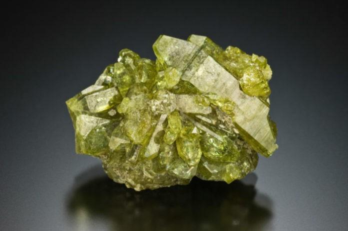 Лечебные и магические свойства камня: Везувиан